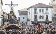 Miles de leoneses salen al paso de la 'Morenica' en el primer acto procesional de la Semana Santa