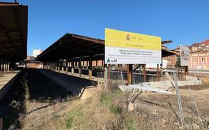 León lamenta la tardanza de Adif a la hora de urbanizar la zona de los antiguos muelles de carga