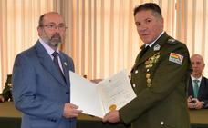 La policía boliviana condecora al leonés Juan Carlos Villa por su lucha contra el narcotráfico