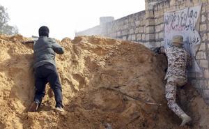 La ofensiva contra Trípoli obliga a huir en una semana a más de 8.000 civiles