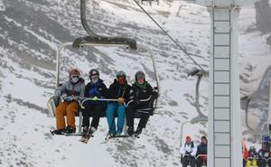 Las estaciones de esquí de la provincia de León reciben este fin de semana 5.849 usuarios