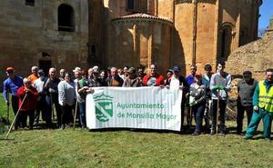 Promonumenta y los vecinos de Mansilla Mayor colaboran en el mantenimiento del monasterio de Sandoval