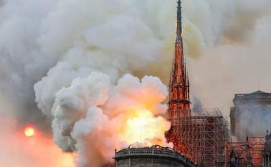 Se derrumba la emblemática aguja de la catedral Notre Dame