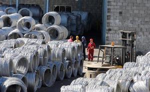 Los trabajadores de Roldán se concentran este martes en protesta por el sistema de pluses aplicado por la empresa