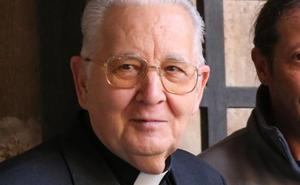 El obispo de León califica de «desgracia» el incendio de Notre Dame