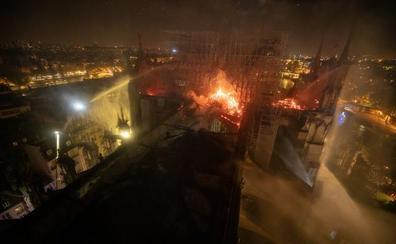 La actuación de los 400 efectivos de bomberos en el fuego de Notre Dame