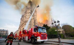 Las redes sociales reacciona ante el fuego de la catedral francesa