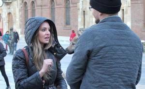 Pedida de matrimonio a los pies de la Catedral de León