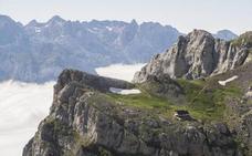 Las Federaciones de Montaña de León, Asturias y Cantabria piden crear más zonas de aterrizaje de helicópteros en Picos de Europa