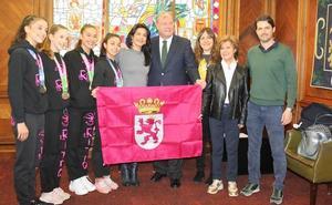 Silván recibe a la «nueva generación» del Ritmo que ha recuperado la hegemonía en la Copa de la Reina