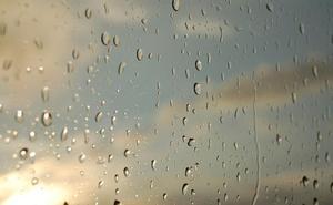 El tiempo 'gira' con tormentas, lluvia intensa y fuertes vientos hasta la noche de Jueves Santo