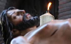 La luz que muestra el camino de la vida enciende la Vigilia Pascual