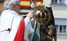 La Virgen de la Encina se despoja del luto