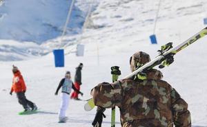 Las estaciones de San Isidro y Leitariegos superaron los 7.000 esquiadores durante la última semana
