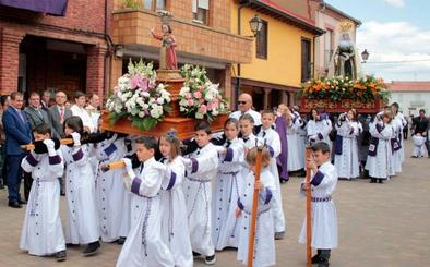 Santa Marina del Rey se despide de su Semana Santa con un emotivo Encuentro en el Domingo de Resurrección