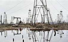 El crudo, en máximos del año, amenaza con restar 5.000 millones a la economía