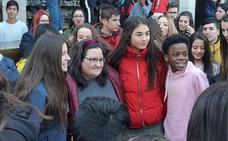 Naiara Música revoluciona León en una quedada con sus seguidores