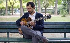 El guitarrista francés Romain Pilon, actuará, este viernes, en el salón de actos de la Escuela +Qmúsica