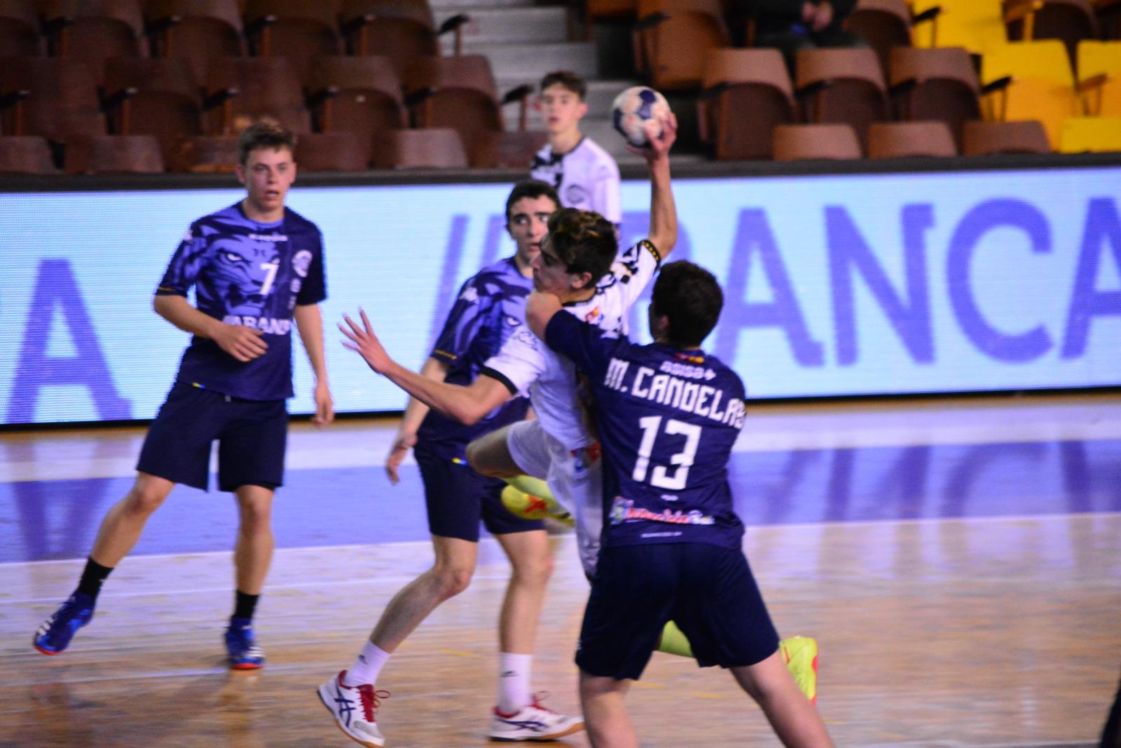 Semifinal del sector cadete entre los dos equipos del Ademar