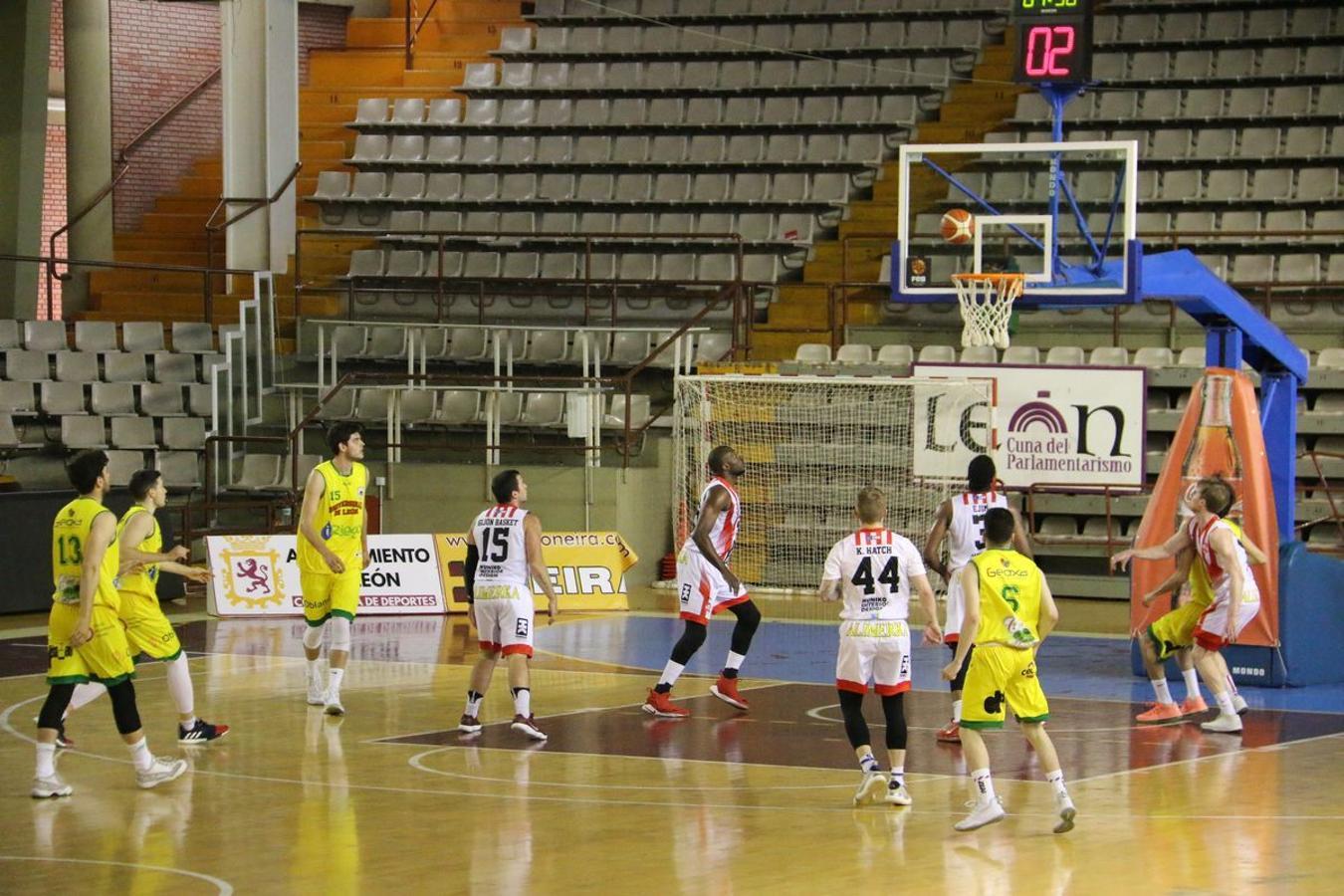 Las imágenes del partido entre Basket León y Basket Gijón