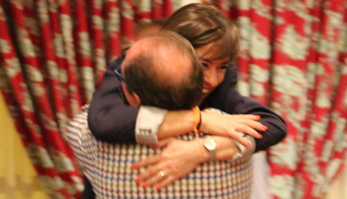 Abrazos y alegría en la noche de Ciudadanos de León