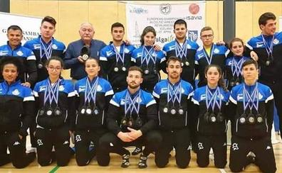 La selección de lucha leonesa regresa del Europeo cargada de medallas