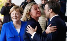 Merkel y Macron buscan paz en los Balcanes