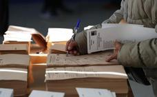 Las juntas electorales empiezan a contar los votos, ya con el CERA, con media docena de escaños en el aire