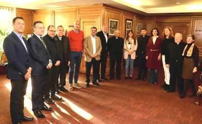 La legacía municipal recibe al Cabildo de San Isidoro para 'Las Cabezadas'