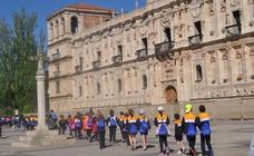 Los alumnos del Colegio Santa Teresa realizan un tramo del Camino de Santiago en la ciudad