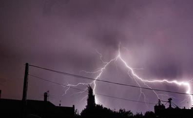 Las tormentas descargaron este miércoles 200 rayos en Castilla y León