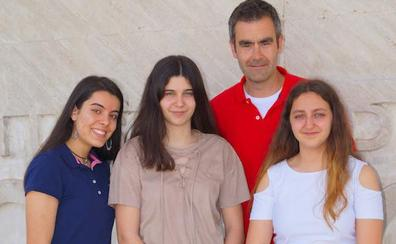 Tres alumnas del IES Gil y Carrasco, campeonas del concurso 'Las mate´aticas del planeta Tierra'