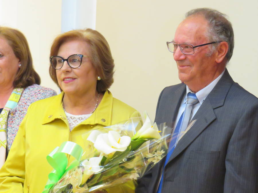 Homenaje a centenarias y 'recién casados'