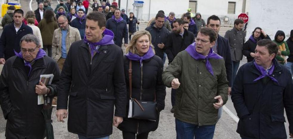Un grupo de funcionarios homenajea a González Gago, tachado de «desleal» por el vicepresidente de la Junta