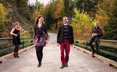 La banda canadiense de música folk Fàrsan ofrece un concierto en el teatro Albeitar