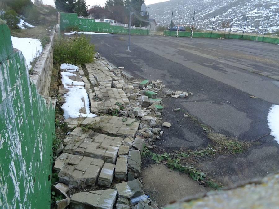 Los vecinos de San Isidro denuncian la situación de abandono que sufre esta zona por parte de la Diputación