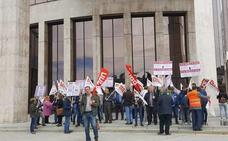 Los empleados públicos de León piden recuperar derechos perdidos y una convocatoria de plazas