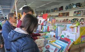 Poesía, novelas y actividades infantiles en la tercera jornada de la Feria del Libro de León