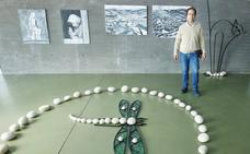 El hierro y las piedras toman vida en la muestra de la «última hornada» del trabajo de Santiago Castelao
