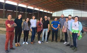 Los candidatos del PSOE de León a las Cortes visitan Algadefe y Villademor