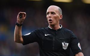 Mike Dean, árbitro en la Premier y fanático del Tranmere Rovers