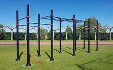Santa María del Páramo instala un juego de Street Workout en el polideportivo municipal