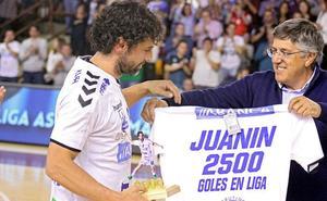 Juanín dice adiós: «No me imaginaba retirarme en otro sitio que no fuera el Ademar»