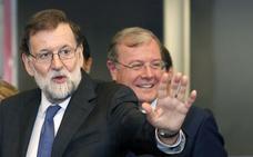 Rajoy se suma la campaña de Silván con un mitin y un 'paseo electoral'