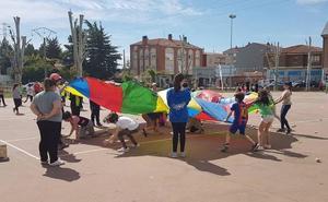 200 escolares participan en Villaquilambre en el día de la educación física en la calle