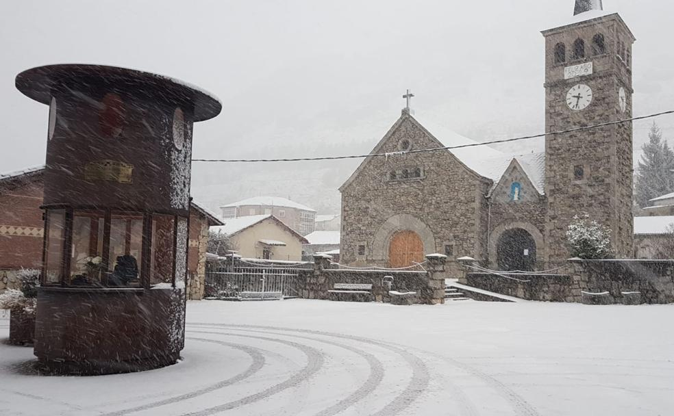 Ciñera pide al Obispado la «reparación urgente» de la iglesia del pueblo para evitar «daños estructurales irreparables»