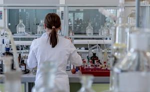 La Asociación Contra el Cáncer de León impulsa la formación de jóvenes investigadores con ayudas de 84.000 euros