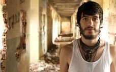 El cantautor Fran Mariscal llega a León para presentar su segundo disco «Ardiendo»