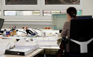 Junta, CSIF, UGT y CCOO firman el acuerdo para la recuperación de la jornada laboral de 35 horas a partir del 1 de junio