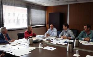 Acuaes y los regantes de Payuelos acuerdan la firma urgente del convenio que permite el uso del Canal Bajo